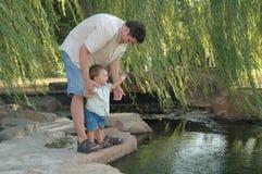 Papà la guida Fotografie Stock Libere da Diritti
