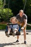 Papá con el niño en el patio Fotos de archivo libres de regalías