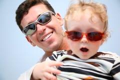 Papá de la diversión con el hijo Foto de archivo libre de regalías