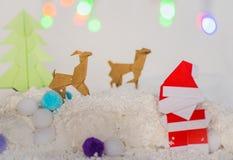 Papá Noel, árbol de Navidad y arte de papel de la Navidad del reno Fotos de archivo libres de regalías