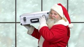 Papá Noel con el caso que muestra gesto del silencio almacen de video