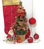 Papá Noel con el regalo de la Navidad Foto de archivo
