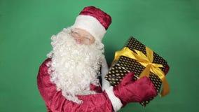 Papá Noel con los regalos almacen de metraje de vídeo