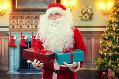Papá Noel con los regalos Fotografía de archivo