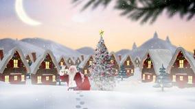 Papá Noel delante de las casas adornadas combinadas con nieve que cae