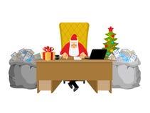 Papá Noel en el trabajo Letras de niños Bolso grande del enve del correo ilustración del vector