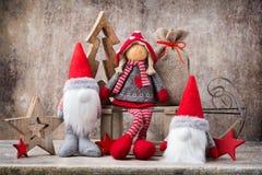 Papá Noel en un trineo Fondo del gnomo de Noel Símbolo de la Navidad Foto de archivo libre de regalías