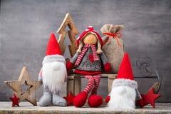 Papá Noel en un trineo Fondo del gnomo de Noel Símbolo de la Navidad Fotografía de archivo libre de regalías