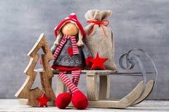 Papá Noel en un trineo Fondo del gnomo de Noel Símbolo de la Navidad Imágenes de archivo libres de regalías