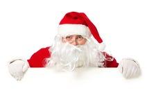 Papá Noel feliz detrás de la muestra en blanco Fotografía de archivo libre de regalías