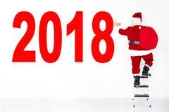 Papá Noel que dibuja 2018 en la pared imagen de archivo libre de regalías