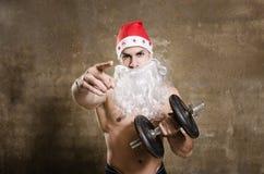 Papá Noel que le señala para entrenar después de la Navidad Foto de archivo