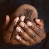 Papá y niño negros Concepto del cuidado Fotos de archivo libres de regalías