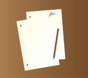 Papéis de escrita, lápis e grampos de papel. Fotografia de Stock Royalty Free