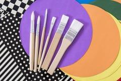 Papéis e escovas modelados Imagens de Stock