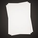 Papéis no fundo preto, 3d rendido Imagem de Stock