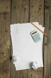 Papéis vazios, calculadora e lápis Fotos de Stock Royalty Free