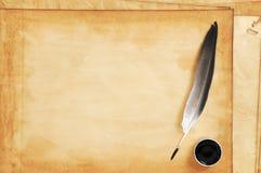 Papéis velhos com quill e tinta Fotografia de Stock Royalty Free