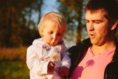 Papá e hija Imágenes de archivo libres de regalías