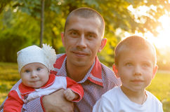 Papa affectueux Photos libres de droits