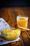 Papa de aveia doce da abóbora com as sementes do mel e de sésamo Fotografia de Stock Royalty Free