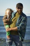 Papa en dochter bij het overzees Stock Foto