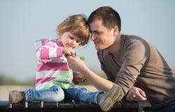 Papa en jonge dochter royalty-vrije stock afbeelding