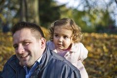 Papa et descendant heureux photos stock
