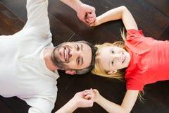 Papa et descendant heureux Photographie stock libre de droits
