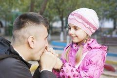 Papa et fille, terrain de jeu Photos libres de droits