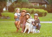 Papa et ses 3 filles Photographie stock
