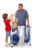 Papa faisant le lavage images stock