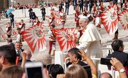 Papa Francisco en Audience general en el Vaticano imagenes de archivo