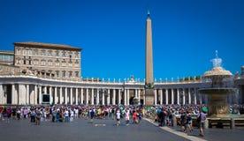 Papa Francisco en Vaticano durante rezo del ángelus imagen de archivo