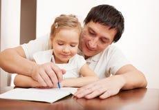 Papa met kind het schrijven Royalty-vrije Stock Foto's
