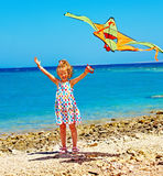 Papagaio do vôo do miúdo ao ar livre Imagens de Stock Royalty Free