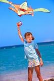 Papagaio do vôo do miúdo ao ar livre Imagem de Stock