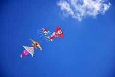 Papagaios no céu azul Imagens de Stock Royalty Free