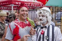 Papagei küsst Mann Lizenzfreies Stockfoto