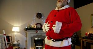 Papai Noel com mãos na barriga vídeos de arquivo