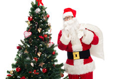 Papai Noel com saco e árvore de Natal Foto de Stock Royalty Free
