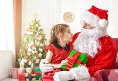 Papai Noel e menina Foto de Stock Royalty Free