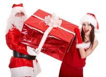 Papai Noel e menina do Natal com a caixa de presente grande. Imagens de Stock