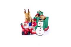 Papai Noel em levar do trenó presentes com rena e boneco de neve Imagens de Stock