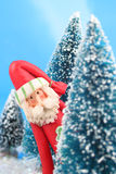 Papai Noel escondendo Imagem de Stock Royalty Free