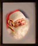 Papai Noel no indicador com bastão de doces Imagem de Stock Royalty Free