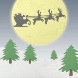 Papai Noel que conduz em um pequeno trenó do papercraft Fotografia de Stock