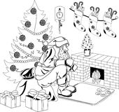 Papai Noel senta-se pelo incêndio Imagem de Stock Royalty Free