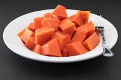 Papaia cortada isolada Fotos de Stock