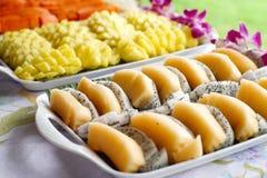 Papaia dell'ananas della frutta del drago sulla linea del buffet Immagini Stock